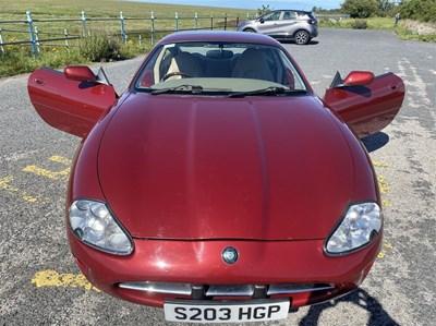Lot 85 - 1999 Jaguar XK8 4.0